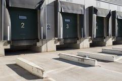 Κόλπος φόρτωσης για τα truck με τους αριθμούς Στοκ Φωτογραφίες