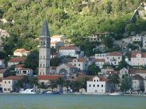 Κόλπος boko-Kotor Θαυμάσιες μεσαιωνικές πόλεις και η επιφάνεια θάλασσας στοκ εικόνα με δικαίωμα ελεύθερης χρήσης