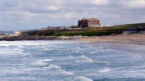 Κόλπος Newquay Fistral μια δημοφιλής παραλία surfers στην Κορνουάλλη UK στοκ εικόνα με δικαίωμα ελεύθερης χρήσης