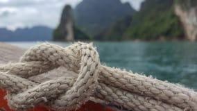 Κόμβος στη βάρκα στο εθνικό πάρκο Ταϊλάνδη khao sok Στοκ φωτογραφία με δικαίωμα ελεύθερης χρήσης