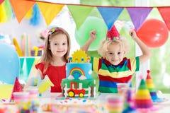 Κόμμα παιδιών Κέικ γενεθλίων με τα κεριά για το παιδί Στοκ φωτογραφία με δικαίωμα ελεύθερης χρήσης