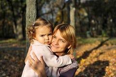 κόρη mom Στοκ φωτογραφίες με δικαίωμα ελεύθερης χρήσης