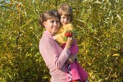 κόρη mum Στοκ φωτογραφίες με δικαίωμα ελεύθερης χρήσης