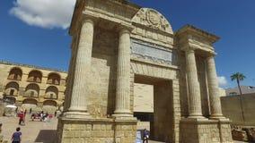 Κόρδοβα, Ανδαλουσία, Ισπανία, στις 20 Απριλίου 2016: Puerta del Puente φιλμ μικρού μήκους