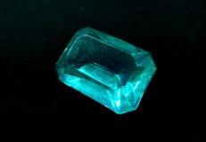 Κόσμημα διαμαντιών σαπφείρου κρυστάλλου πολύτιμων λίθων στο μαύρο υπόβαθρο Στοκ Φωτογραφίες