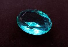 Κόσμημα διαμαντιών σαπφείρου κρυστάλλου πολύτιμων λίθων στο μαύρο υπόβαθρο Στοκ Φωτογραφία