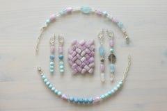 Κόσμημα φιαγμένο από φυσικά πέτρες και ασήμι Aquamarine, larimar, kunzite, moonstone χειροποίητος Ασυμμετρικό κόσμημα aswan στοκ φωτογραφίες