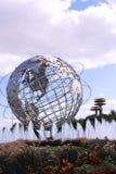 Κόσμοι δίκαιο Unisphere της Νέας Υόρκης στο ξέπλυμα του πάρκου λιβαδιών Στοκ Εικόνες