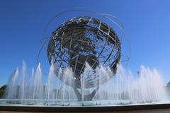 1964 κόσμος δίκαιο Unisphere της Νέας Υόρκης στο ξέπλυμα του πάρκου λιβαδιών Στοκ Εικόνες