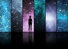 Κόσμος, αστέρια, αστερισμοί, πλανήτες και μια αλλοδαπή μορφή Στοκ εικόνα με δικαίωμα ελεύθερης χρήσης