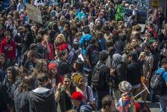κόσμος διαμαρτυρίας Μαρτίου νομιμοποίησης φαρμάκων καννάβεων Στοκ Εικόνες