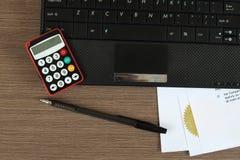 κόσμος πληρωμής χαρτών Διαδικτύου πιστωτικών σφαιρών έννοιας τραπεζικών καρτών Στοκ φωτογραφία με δικαίωμα ελεύθερης χρήσης