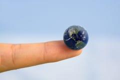 Κόσμος στο άκρο δακτύλου σας Στοκ Φωτογραφία