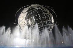 1964 κόσμος s δίκαιο Unisphere της Νέας Υόρκης τη νύχτα Στοκ Εικόνες