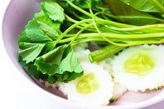 Κόστος-επάνω στα ταϊλανδικά τρόφιμα οι επιλογές είναι δευτερεύον λαχανικό πιάτων στο άσπρο υπόβαθρο Στοκ Φωτογραφία
