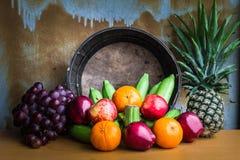 Κόλλα φρούτων που τακτοποιείται σε έναν πίνακα Στοκ Εικόνες
