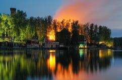 κόλπος ελαφριά Πετρούπολη ST της Φινλανδίας βραδιού ακτών Στοκ εικόνες με δικαίωμα ελεύθερης χρήσης