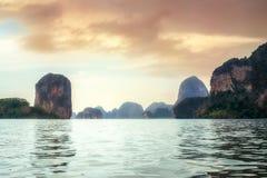 Κόλπος & ηλιοβασίλεμα AO Phangnga στοκ φωτογραφία με δικαίωμα ελεύθερης χρήσης