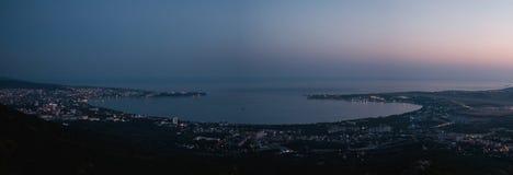 Κόλπος θάλασσας στη νύχτα Στοκ εικόνα με δικαίωμα ελεύθερης χρήσης