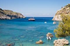 Κόλπος του Anthony Quinn και παραλία, Ρόδος σε Faliraki παραλία όμορφη Ελλάδα Στοκ Φωτογραφία