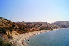 Κόλπος Aphrodite Όμορφη παραλία που βρίσκεται δίπλα στο βράχο του Έλληνα, ο τόπος γεννήσεως της θεάς Aphrodite, Κύπρος Στοκ Φωτογραφία