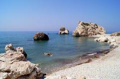 Κόλπος Aphrodite Όμορφη παραλία που βρίσκεται δίπλα στο βράχο του Έλληνα, ο τόπος γεννήσεως της θεάς Aphrodite, Κύπρος Στοκ Φωτογραφίες