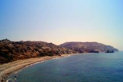 Κόλπος Aphrodite Όμορφη παραλία που βρίσκεται δίπλα στο βράχο του Έλληνα, ο τόπος γεννήσεως της θεάς Aphrodite, Κύπρος Στοκ εικόνες με δικαίωμα ελεύθερης χρήσης