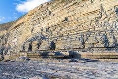 Κόλπος Dunraven, ή παραλία Southerndown, με τους απότομους βράχους ασβεστόλιθων Στοκ εικόνες με δικαίωμα ελεύθερης χρήσης