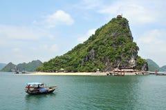 Κόλπος Halong - Βιετνάμ στοκ εικόνες