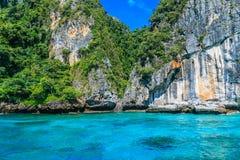 Κόλπος Loh sa μΑ η είσοδος maya Phi κόλπων Phi στα νησιά το andaman s Στοκ Φωτογραφία