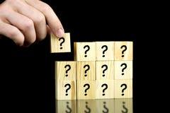 Κύβοι ερωτηματικών στοκ φωτογραφία
