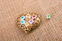 Κύβοι καρδιών διαμορφωμένο στο καρδιά αντικείμενο Στοκ Εικόνες