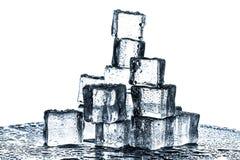 Κύβοι πάγου καθορισμένοι απομονωμένοι στο άσπρο υπόβαθρο Στοκ Φωτογραφία