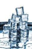 Κύβοι πάγου που τίθενται στο άσπρο υπόβαθρο Στοκ εικόνες με δικαίωμα ελεύθερης χρήσης