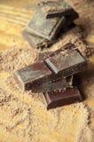 Κύβοι της σοκολάτας και της ξυμένης σοκολάτας Στοκ Φωτογραφίες
