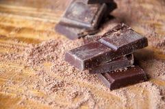 Κύβοι της σοκολάτας και της ξυμένης σοκολάτας Στοκ Εικόνα