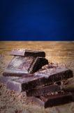 Κύβοι της σοκολάτας και της ξυμένης σοκολάτας Στοκ εικόνα με δικαίωμα ελεύθερης χρήσης