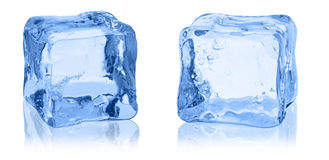 Κύβοι του πάγου σε ένα άσπρο υπόβαθρο Στοκ Φωτογραφίες