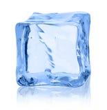 Κύβοι του πάγου σε ένα άσπρο υπόβαθρο Στοκ Εικόνες