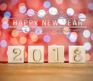 Κύβοι Χριστουγέννων Έτοιμη κάρτα Συγχαρητήρια στο νέο έτος το νέο έτος 2018 ανασκόπηση που θολώνεται στοκ εικόνες