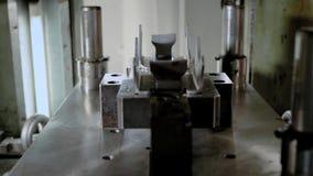 Κύβος εργαλείων σφράγισης μετάλλων φύλλων για τα αυτοκίνητα μέρη ακρίβειας στον πίνακα μηχανών άλεσης αριθμητικού ελέγχου φιλμ μικρού μήκους