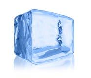 Κύβος πάγου στο άσπρο υπόβαθρο Στοκ Εικόνες