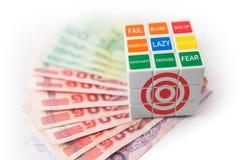 Κύβος Rubick του στόχου πέρα από τα ταϊλανδικά χρήματα Στοκ Φωτογραφίες