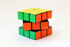 Κύβος Rubik στο άσπρο υπόβαθρο Στοκ Φωτογραφία
