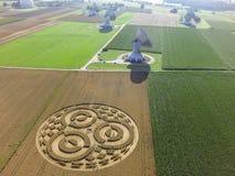 Κύκλος συγκομιδών cornfield κοντά σε Rasiting στοκ φωτογραφίες