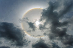 Κύκλοι κύκλων θαύματος γύρω από τον ήλιο το απόγευμα στην Ταϊλάνδη Στοκ Εικόνες