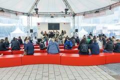 Κύκλος συζητήσεων στην αγορά Στοκ Φωτογραφίες