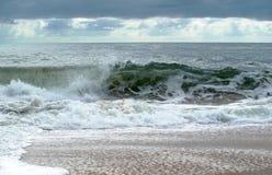 κύματα ακτών Στοκ φωτογραφία με δικαίωμα ελεύθερης χρήσης