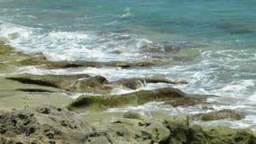 Κύματα & βράχοι Στοκ φωτογραφία με δικαίωμα ελεύθερης χρήσης
