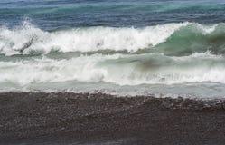 κύματα θάλασσας παραλιών Στοκ εικόνες με δικαίωμα ελεύθερης χρήσης